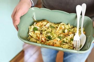 bacalhau à brás, bacalhau, cenoura, azeitonas, alho francês
