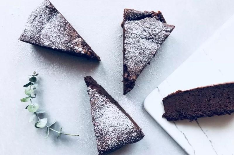 O melhor e mais simples bolo de chocolate de sempre!