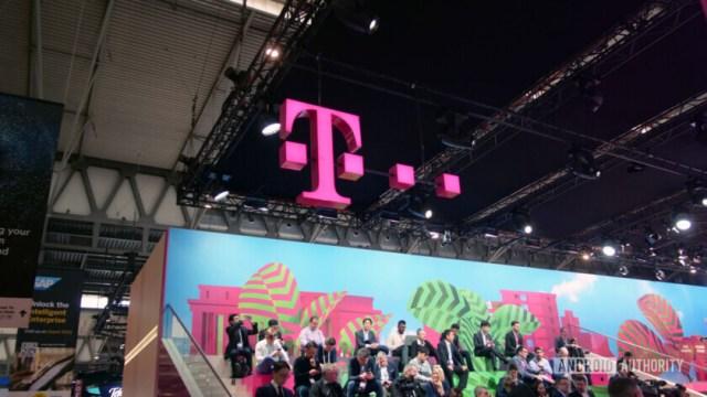 t-mobile pink t logo em mwc 2019