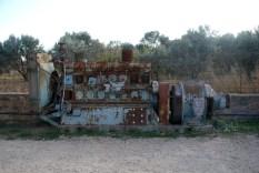 Παλιά μηχανή του εργοστασίου που πλέον βρίσκεται (ως έκθεμα;) έξω από το Δημαρχείο των Θυμιανών