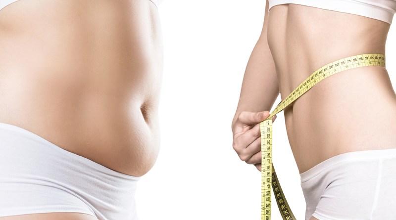 Körper einer Frau vor und nach der Gewichtsabnahme. Wunschgewicht in Unterwäsche. Maßband