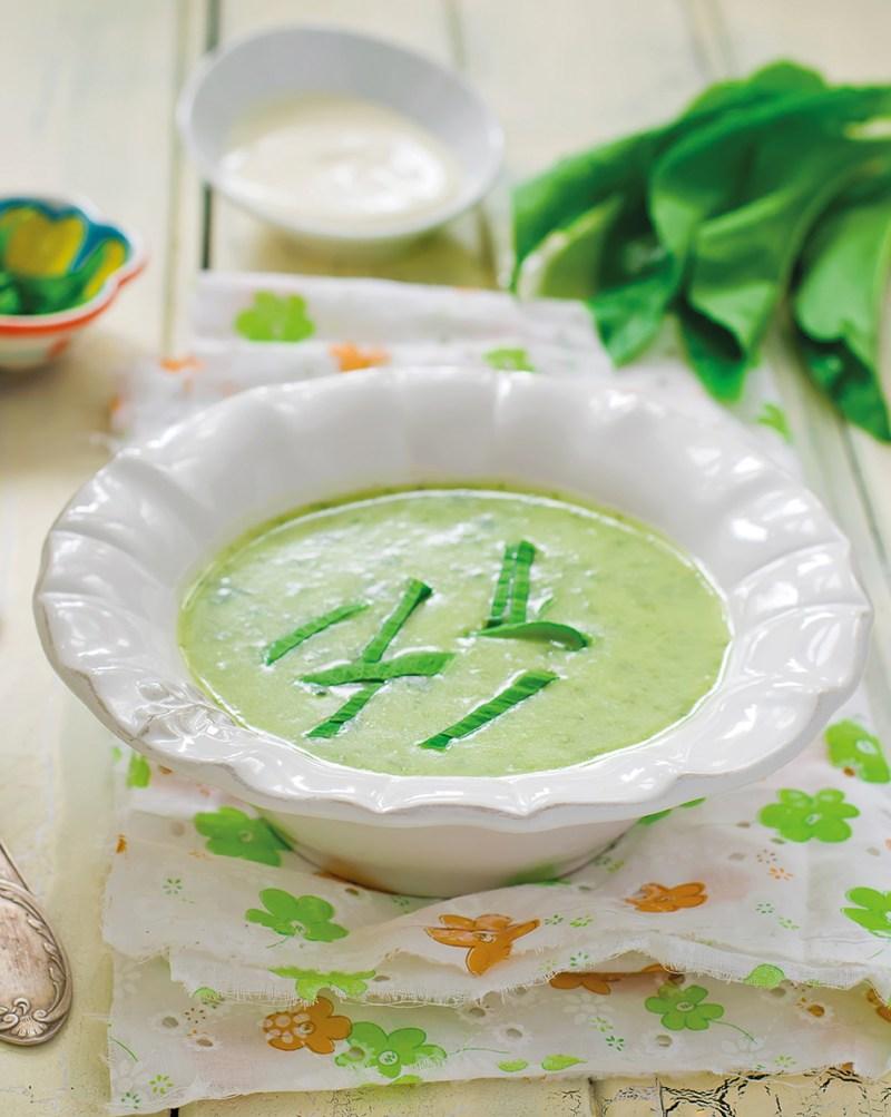 Bärlauch Suppe angerichtet in Omas Style. Genuss aus dem ganzen Land