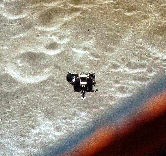 Módulo lunar Scooby, fotografado a partir do módulo Charlie Brown, em maio de 1969.  Apollo 10 tem seu módulo encontrado por astrônomos perdido na orbita da Lua; Seu nome é Snoopy modulo lunar scooby 20190516 101548