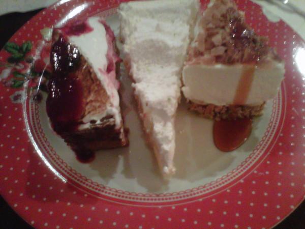 trois-desserts-salon-eugenie.jpg