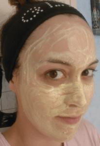 miel-effronte-sur-le-visage-lush.png