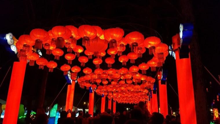 festival des lanternes gaillac lanternes rouges