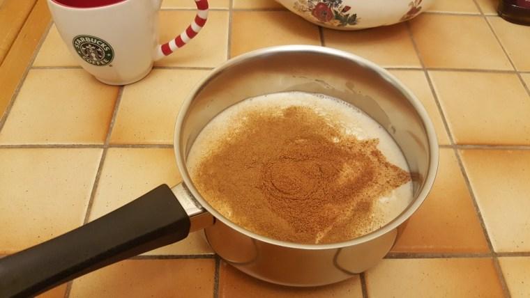 mélanger lait et épices