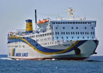 """ΑΝΕΚ: Δεμένο στο λιμάνι του Ηρακλείου το """"Πρέβελης"""""""