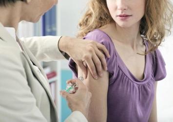 Ένας στους τέσσερις Έλληνες θεωρεί ότι τα εμβόλια δεν είναι ασφαλή