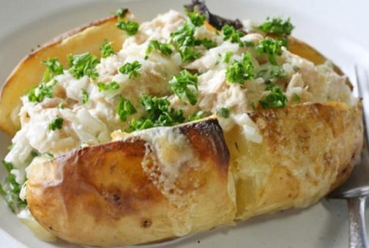 Γεμιστές πατάτες με τόνο και μαγιονέζα