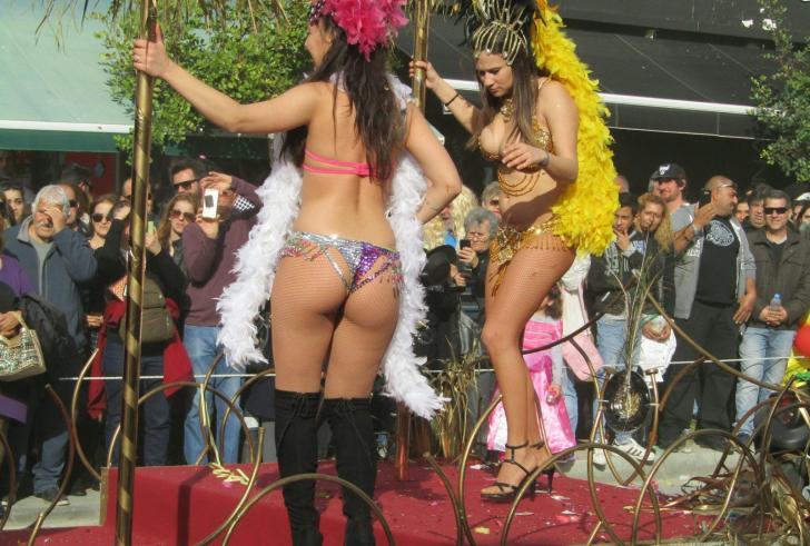 Kαρναβάλι Ιεράπετρας : Το μεγαλύτερο και πιο εντυπωσιακό της Ν. Κρήτης! (ΒΙΝΤΕΟ)