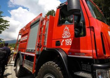 Μεγάλη φωτιά στο Λαύριο κοντά στην Ελληνική Βιομηχανία Όπλων