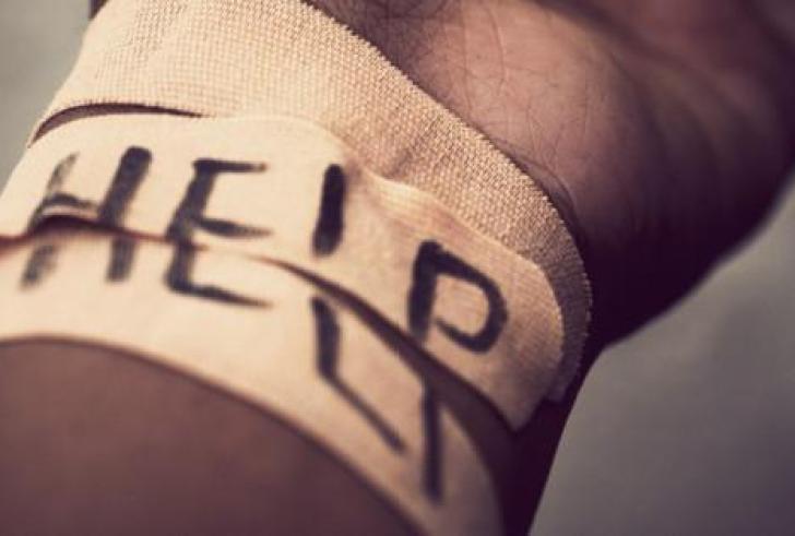Ένα δράμα πίσω από τον αυτοτραυματισμό γυναίκας με μαχαίρι