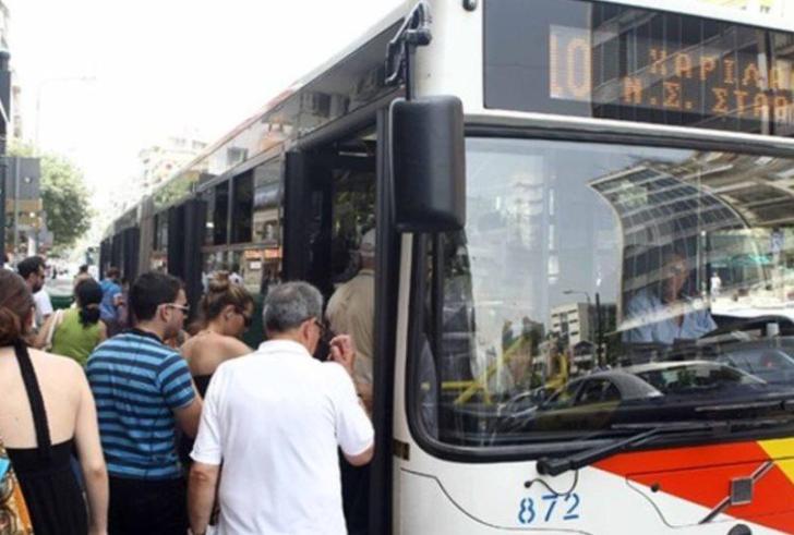Σεκιουριτάς πετάει από λεωφορείο άστεγο που έψαχνε καταφύγιο ( βίντεο )