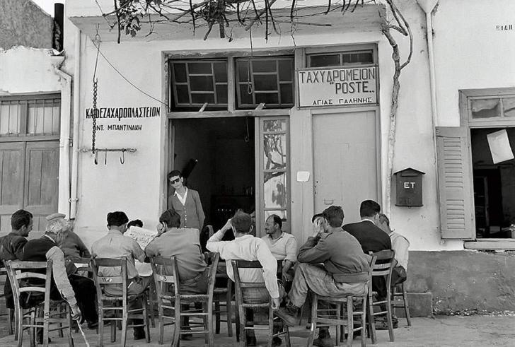 Τα παλιά καφενεία στα χωριά της Κρήτης είχαν μια άλλη μαγεία!