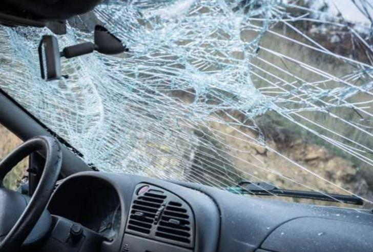 Νέα τραγωδία στην άσφαλτο της Κρήτης: Άτυχος άνδρας καρφώθηκε με το αγροτικό σε δέντρο