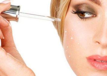 Για λαμπερό δέρμα τις γιορτές φτιάξτε το δικό σας serum για το πρόσωπο