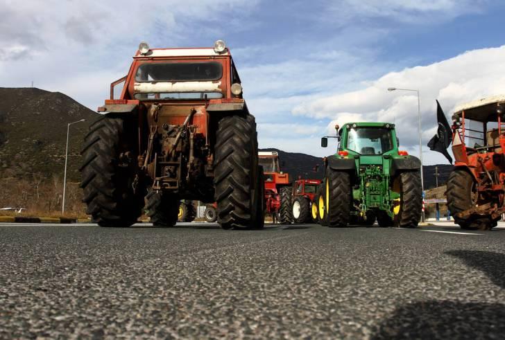 Μπλόκα αγροτών: Έκλεισαν τα Τέμπη