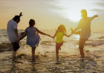 ΟΑΕΔ: Πώς μπορούν τα παιδιά σας να κάνουν δωρεάν διακοπές