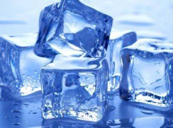 Πως ο πάγος που σερβίρουν τα μπαρ μπορεί να βλάψει την υγεία μας