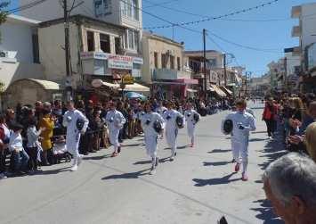 Ξιφομάχοι, αθλητές και το Ειδικό Σχολείο στη μαθητική παρέλαση στις Μοίρες