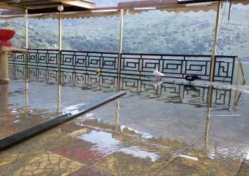 """""""Πλωτά εστιατόρια"""" στη λίμνη Κουρνά στον Αποκόρωνα"""