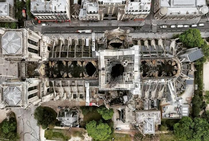 Σοκαριστικές φωτό: Η πραγματική έκταση της καταστροφής στην Παναγία των Παρισίων