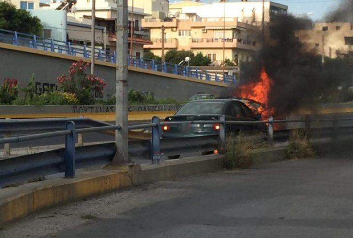 Αυτοκίνητο τυλίχθηκε στις φλόγες εν… κινήσει