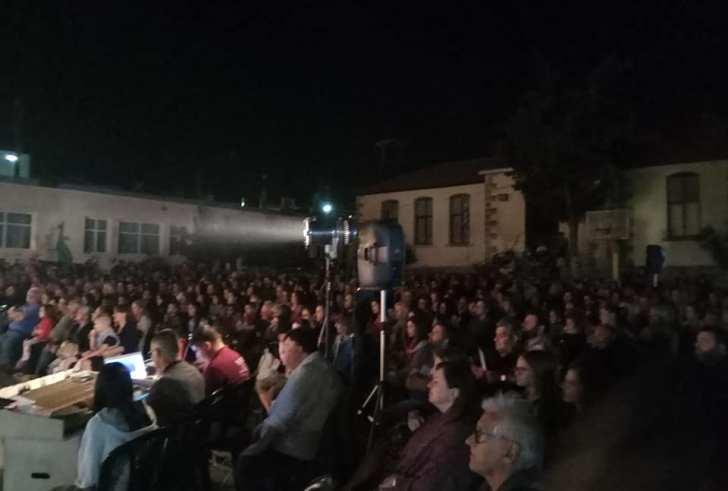 Εντυπωσιακή η προσέλευση του κόσμου στην θεατρική παράσταση στην Αγία Βαρβάρα!