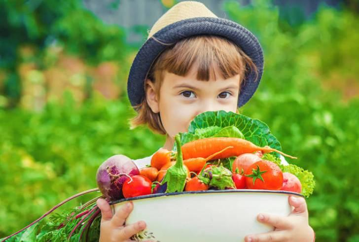 Έξυπνοι τρόποι να κάνετε τα παιδιά σας να τρώνε φρούτα και λαχανικά