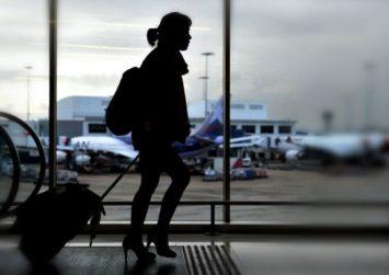 Ηράκλειο: Είπε στον επιχειρηματία σύζυγο ότι πάει για ψώνια, άφησε τα παιδιά και… την μπλόκαραν στο αεροδρόμιο!