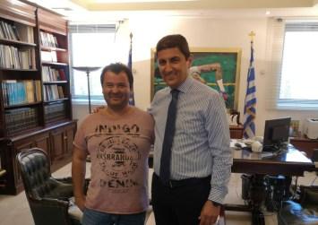 Συνάντηση προέδρου Παγκρήτιου Λαογραφικού Συλλόγου με τον Λ. Αυγενάκη