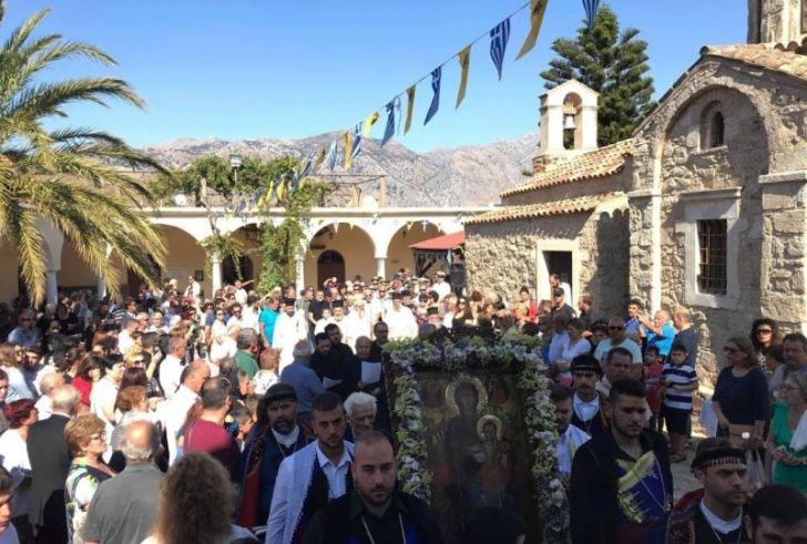 Πλήθος κόσμου προσκύνησε με κατάνυξη στην Παναγία Αντιφωνήτρια (φώτο)