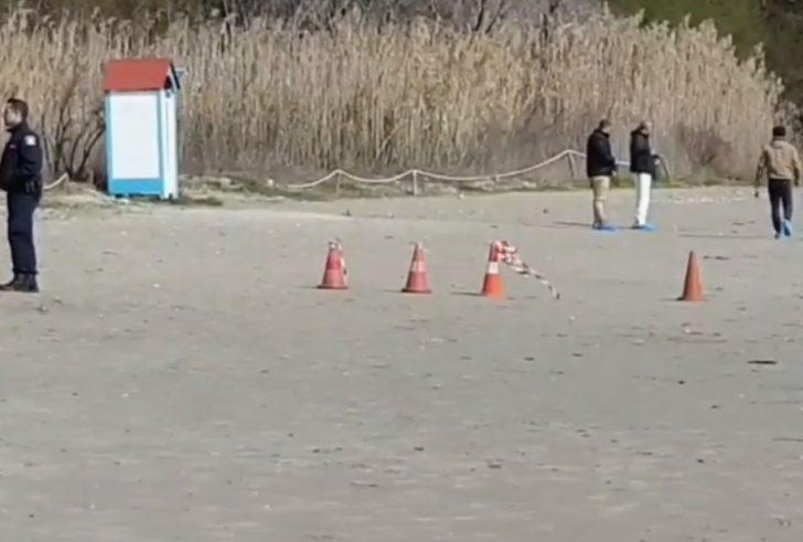 Νεκρός άνδρας σε παραλία της Κρήτης – Σφυρί και μαχαίρι βρέθηκαν δίπλα στο πτώμα! (βίντεο)