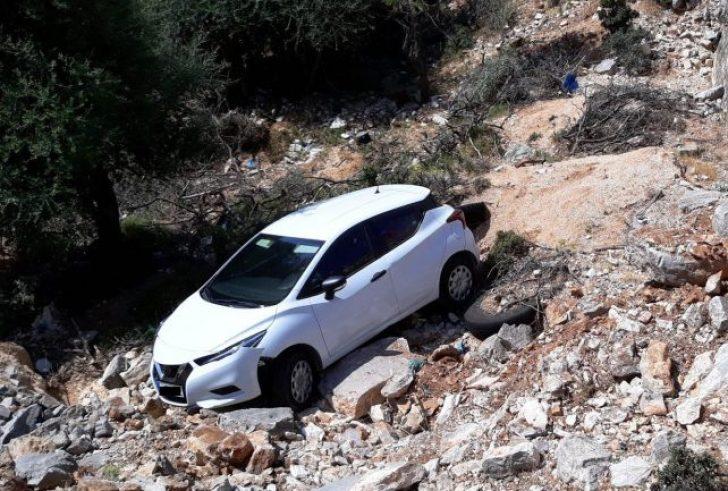 """Κρήτη: Αυτοκίνητο έπεσε σε γκρεμό – """"Άγιο"""" είχε ο οδηγός"""