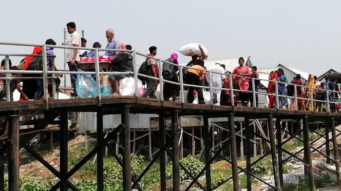 কাঁঠালবাড়ী ঘাটে শিকড়ের টানে ঘরমুখো মানুষের ভিড়