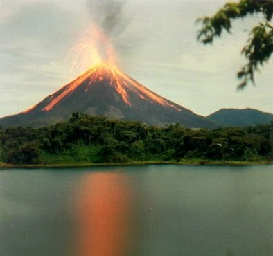 https://i2.wp.com/www.aporrea.org/imagenes/2010/05/volcan-arenal.jpg