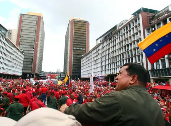 https://i2.wp.com/www.aporrea.org/imagenes/2010/07/presidente-en-plaza-caracas-.jpg