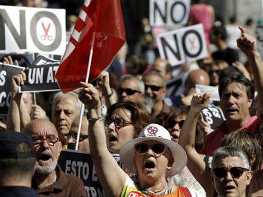 """Movilizaciones en toda España contra el """"hachazo"""" de Rajoy"""