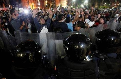 Las protestas no se hicieron esperar y para este viernes seespera la declaración de López Obrador