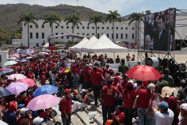 El pueblo acompaña a Chávez