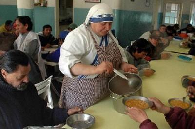 Ayuntamiento de Miami advierte a Misioneras de la Caridad de la ciudad que es ilegal alimentar a pobres.