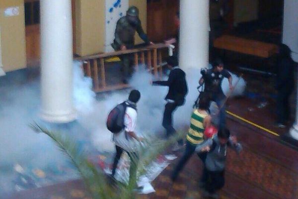 Carabineros violaron el recinto universitario chileno