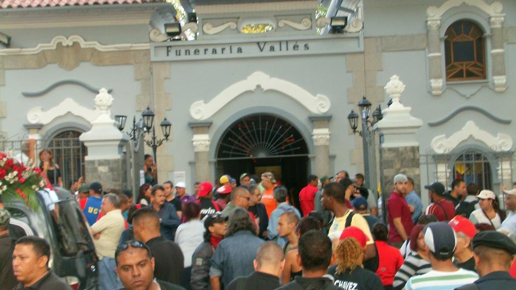 El camarada Juancho Montoya fue velado en la funeraria Vallés antes de trasladar sus restos al 23 de Enero