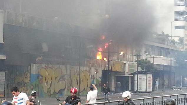 ¿Agarró fuego la fachada, así, solita?...