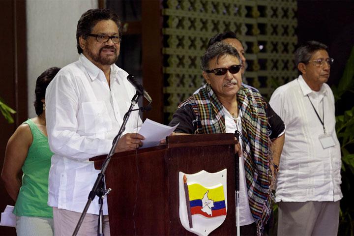Militares colombianos y líderes FARC negocian cese del fuego
