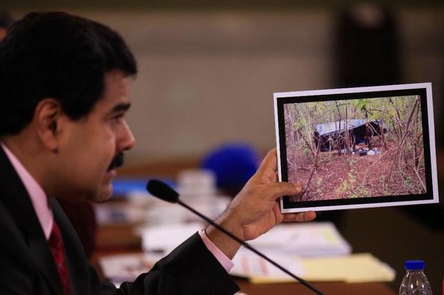 Maduro muestra campamentos del paramilitarismo colombiano desmantelados por la OLP.