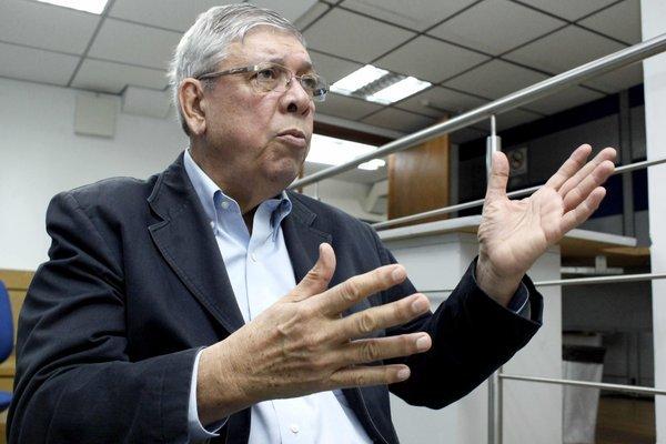 """El internacionalista Pável Rondón sostiene que """"no se trata de abrir los pasos por hacerlo…hay que resolver muchos asuntos para llevar la paz a la frontera""""."""