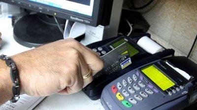 """la """"tormenta perfecta"""" bancaria, la gente no puede acceder a su dinero y tampoco puede usarlo con sus tarjetas."""