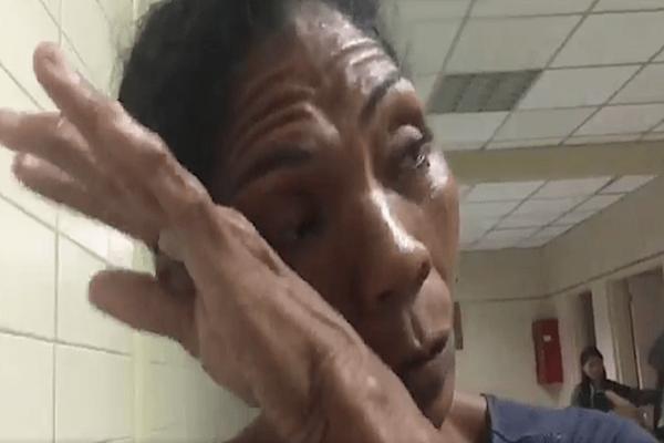 La madre de Orlando Figueras llora de dolor momentos antes de morir su hijo